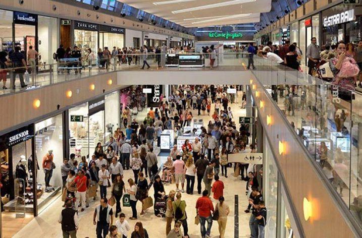 Varios centros comerciales incumpliendo la ley y con el beneplácito del Gobierno modifican los festivos de apertura