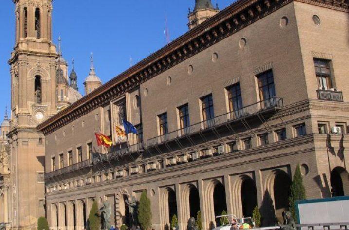 Concentración ante el bloque de la negociación en el Ayuntamiento de Zaragoza
